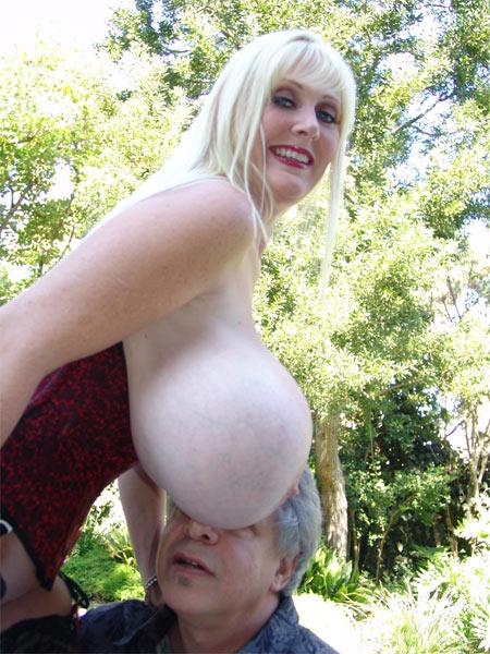 2 women jerk off a stranger